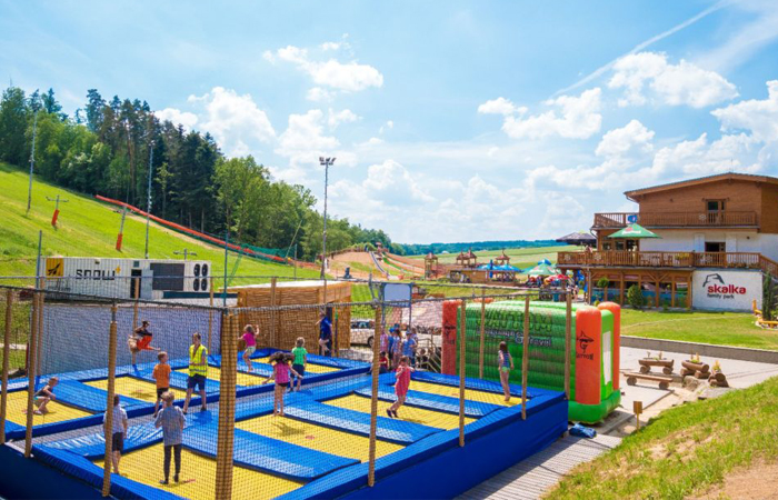 atrakce trampolíny pro děti v areálu skalka family park ostrava